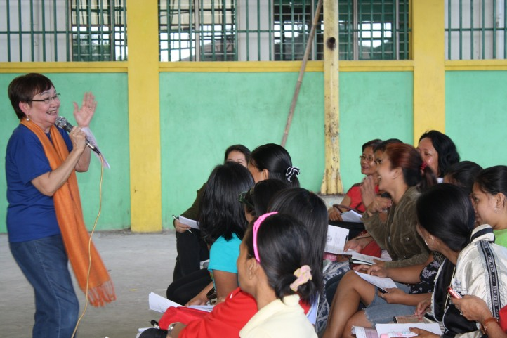 """Tita Honey interacting with the participants during her talk about """"Paano Maging Isang Mahusay na Magulang?"""""""