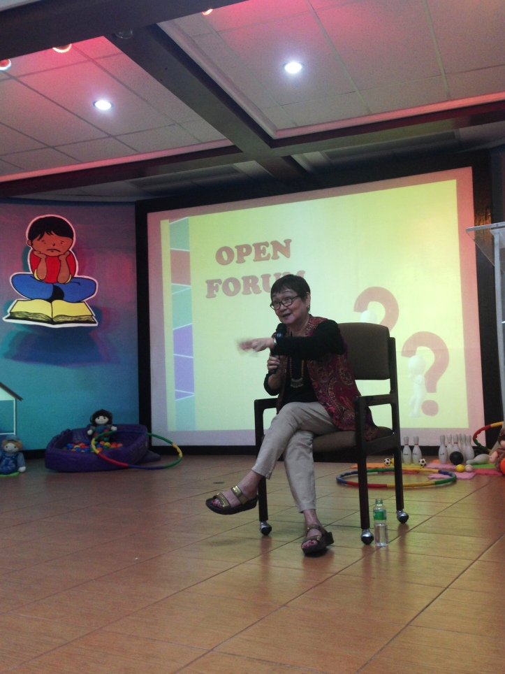 Dra. Carandang willingly answered questions raised in the open forum.